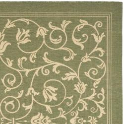 Safavieh Resorts Scrollwork Olive Green/ Natural Indoor/ Outdoor Rug (6' 7 Square) - Thumbnail 1