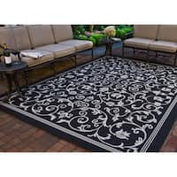 Safavieh Resorts Scrollwork Black/ Sand Indoor/ Outdoor Rug (7'10 Square) - 7'10