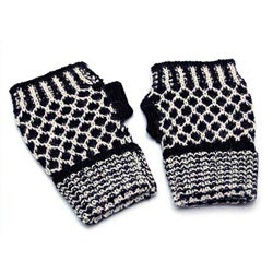 Handmade Alpaca Wool 'Tuxedo Honeycomb' Fingerless Gloves (Peru)