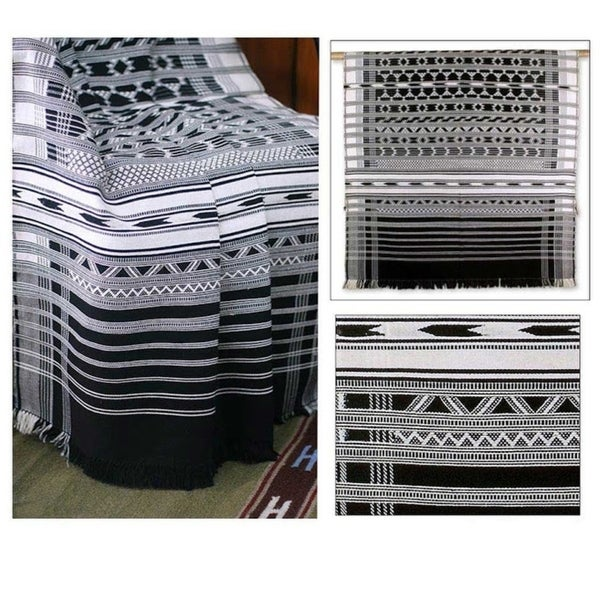 Handmade Monochrome Symmetry Cotton Throw (India) - 3' x 4.9'