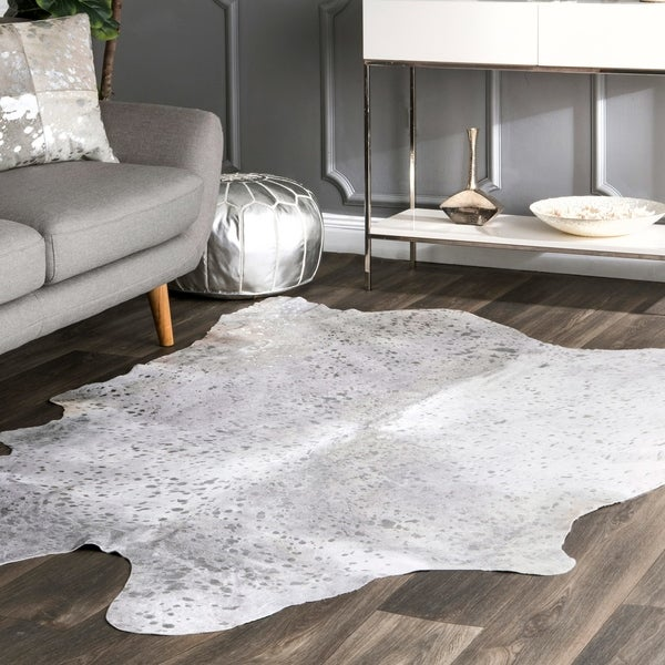 nuLOOM Hand-picked Brazilian Silver Devour Cowhide Rug (5' x 7') - 5' x 7'