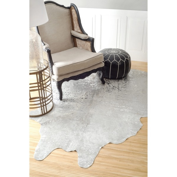 nuLOOM Hand-picked Brazilian Silver Devour Cowhide Rug (5' x 7')