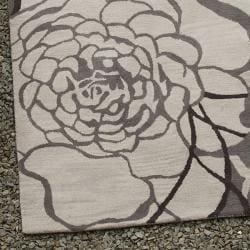 nuLOOM Handmade Prive Grey Rose Pattern Floral Wool Rug (5' x 8') - Thumbnail 2