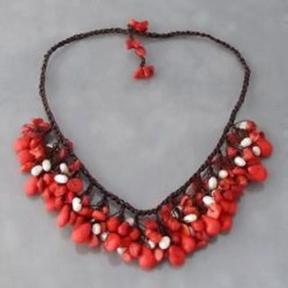 Handmade Cotton Clusters Teardrop Red Coral/ Pearl Necklace (5-7 mm) (Thailand)