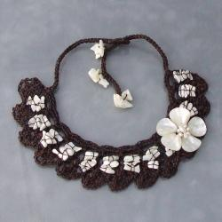 Handmade Cotton Mother of Pearl Flower and Pearl Collar Necklace (3-6 mm) (Thailand)