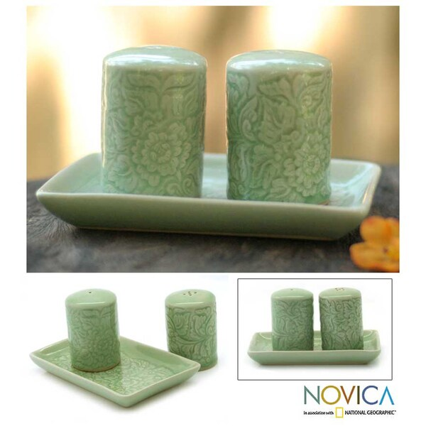 Celadon Ceramic 'Spicy Breeze' Salt and Pepper Shakers Set (Thailand)