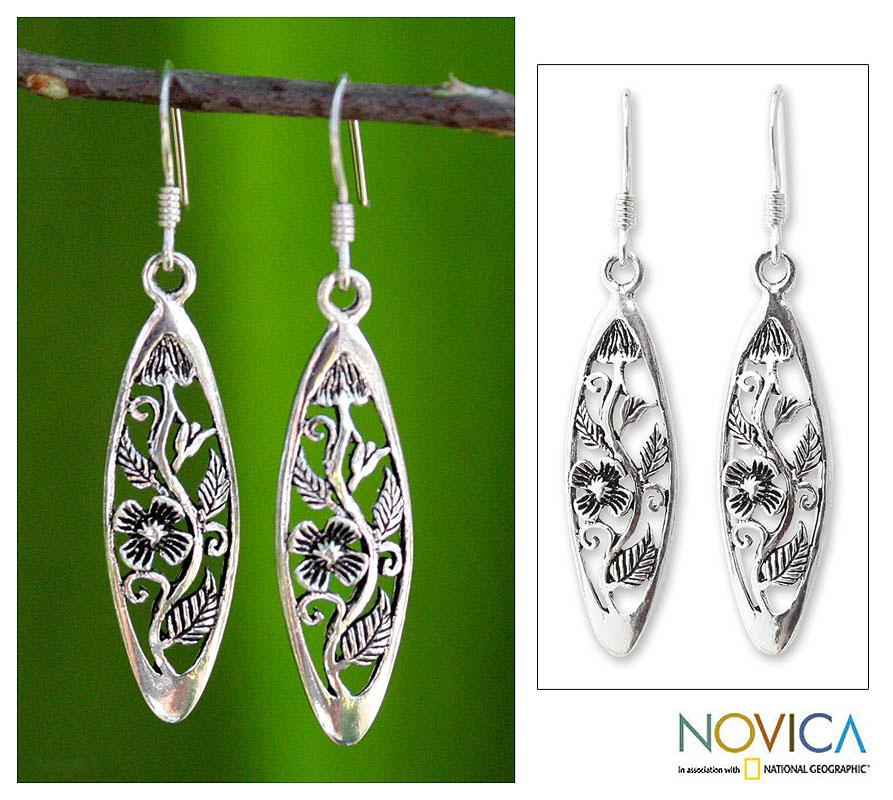 Sterling Silver 'Spring Daisy' Handcrafted Dangle Earrings (Thailand)