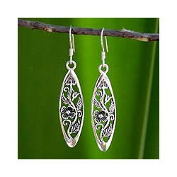 Sterling Silver 'Spring Daisy' Handmade Dangle Earrings (Thailand)