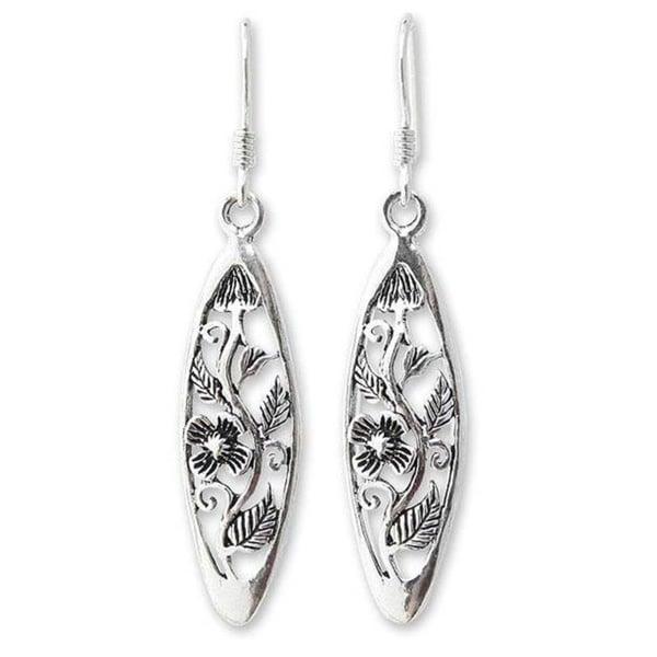 Handmade Sterling Silver 'Spring Daisy' Dangle Earrings (Thailand)