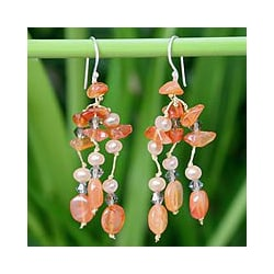 Handmade 'Tangerine Ice' Freshwater Pearl Carnelian Earrings (4 mm) (Thailand)