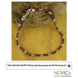 Handmade Sterling Silver 'Crimson Trios' Garnet Beaded Anklet (India)