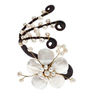 Handmade Cotton Blooming White Flower Shell and Pearl Cuff (5-10 mm) (Thailand)