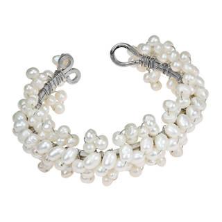 Handmade Lovely Flower Round Garnet/ Pearl Cuff Bracelet (6-8 mm) (Thailand)