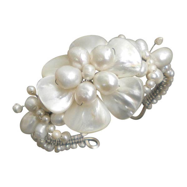 Handmade White Shell Flower and Beaded Pearl Bracelet (7-20 mm) (Thailand)