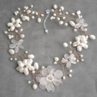Handmade Quartz and Pearl Floral Necklace (6-15 mm) (Thailand)