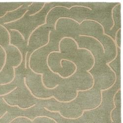 Safavieh Handmade Soho Roses Light Blue New Zealand Wool Rug (7'6 x 9'6)