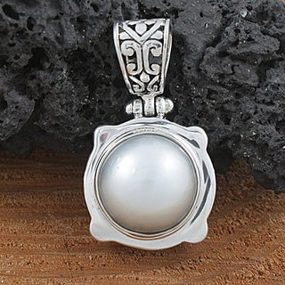 Handmade Sterling Silver and Mabe Pearl Pendant (12 mm) (Indonesia)