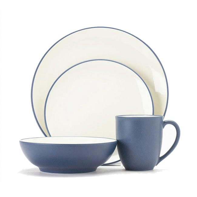 Noritake Colorwave Blue 4-piece Coupe Shape Place Setting