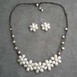 Handmade White Freshwater Pearl Flower Jewelry Set (5-10 mm) (Thailand)