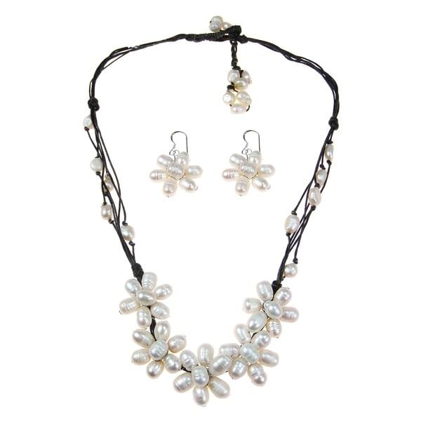Handmade White Freshwater Pearl Flower Jewelry Set (5-10 mm) (Thailand)