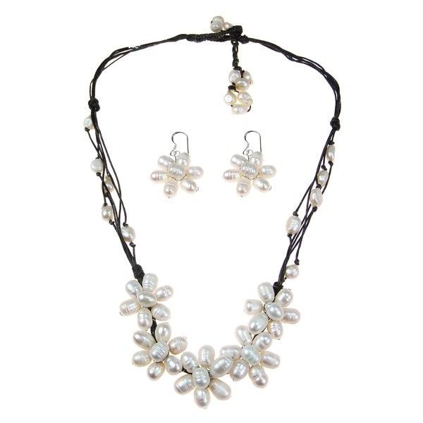 Handmade White Freshwater Pearl Flower Jewelry Set (Thailand)