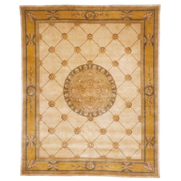Asian Hand-knotted Medallion Ivory/ Gold Wool Rug (8' Square)
