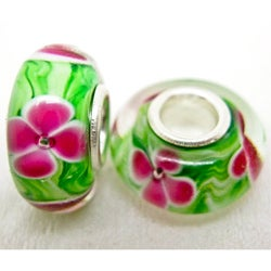 Handmade Murano Inspired Glass Green with Pink Flower Charm Beads (Set of 2) (United States)