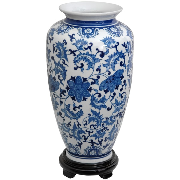 Handmade Porcelain 14-inch Blue and White Floral Tung Chi Vase (China)