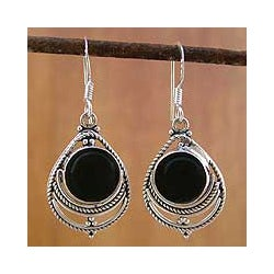 Handmade Sterling Silver 'Mystic' Onyx Earrings (India)