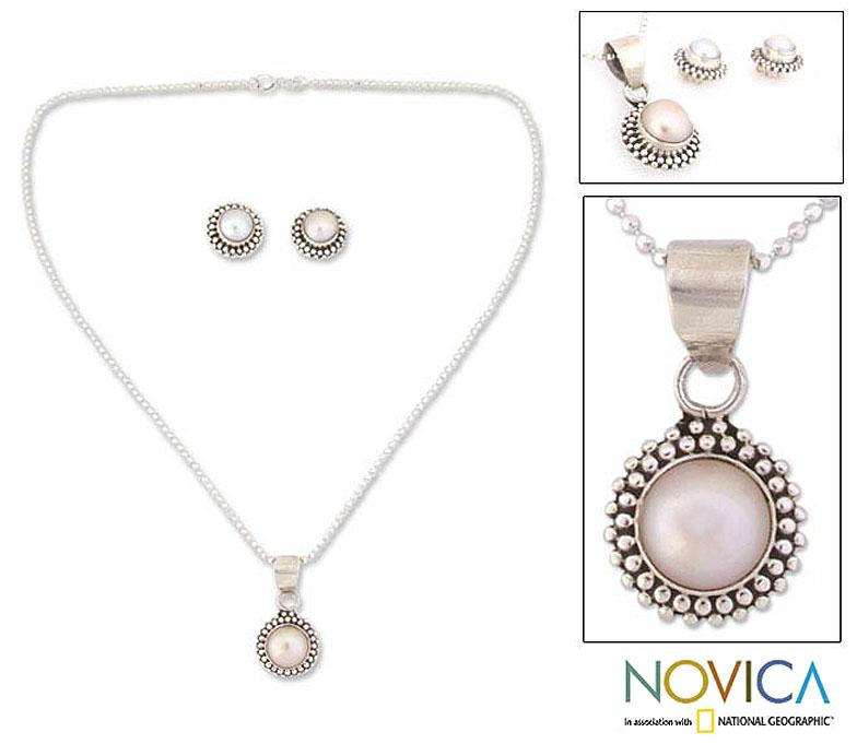 Handmade Sterling Silver 'Perfection' Pearl Jewelry Set (3.5-4 mm) (India)