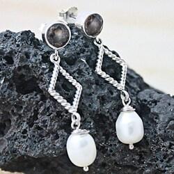 Handmade Silver Smokey Quartz/ FW Pearl Bali Dangle Earrings (8mm) (Indonesia)
