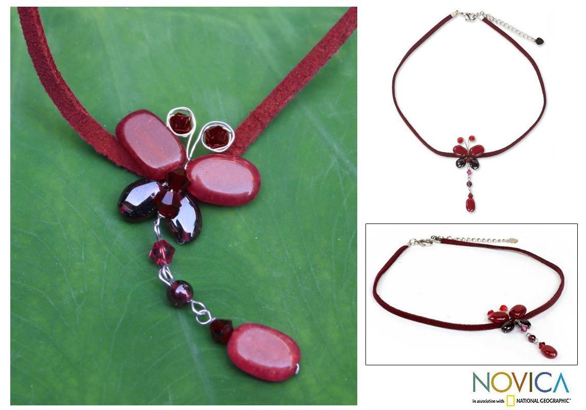 Leather 'Crimson Flight' Quartzite Garnet Necklace (Thailand)