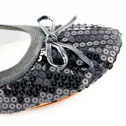 Fit In Clouds Women's 'Black Sequin' Foldable/ Portable Flats - Thumbnail 1