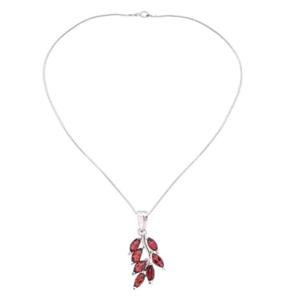 25bdfeea8df1c6 Shop Handmade Sterling Silver 'Scarlet Blaze' Garnet Necklace (India) - On  Sale - Free Shipping Today - Overstock - 5772937