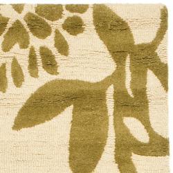 Safavieh Handmade Soho Beige/ Green New Zealand Wool Runner (2'6 x 8') - Thumbnail 1
