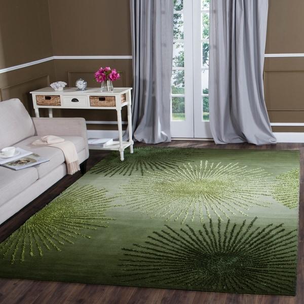Safavieh Handmade Soho Burst Green New Zealand Wool Rug - 7'6 x 9'6
