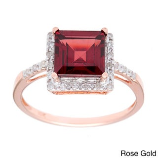 Viducci 10k Gold Garnet and 1/10 TDW Diamond Ring (G-H, I1-I2)