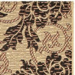 "Safavieh Indoor/Outdoor Creme/Black Floral Rug (2'7"" x 5') - Thumbnail 1"
