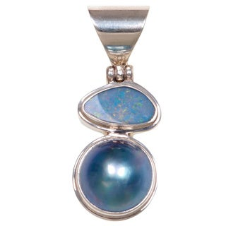 Handmade Sterling Silver 'Eclipse of Blue' Pearl Pendant (14 mm) (Indonesia) - Blue