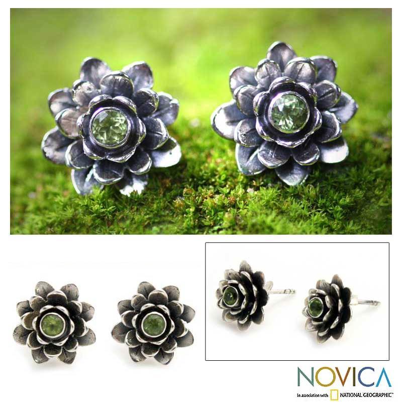 Handmade Sterling Silver 'Green-eyed Lotus' Peridot Flower Earrings (Indonesia)