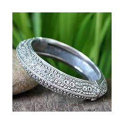 Handmade Sterling Silver 'Bliss' Floral Bracelet (Thailand)