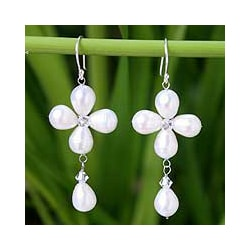 Sterling Silver 'Lucky Clover' Pearl Earrings (8 mm) (Thailand)