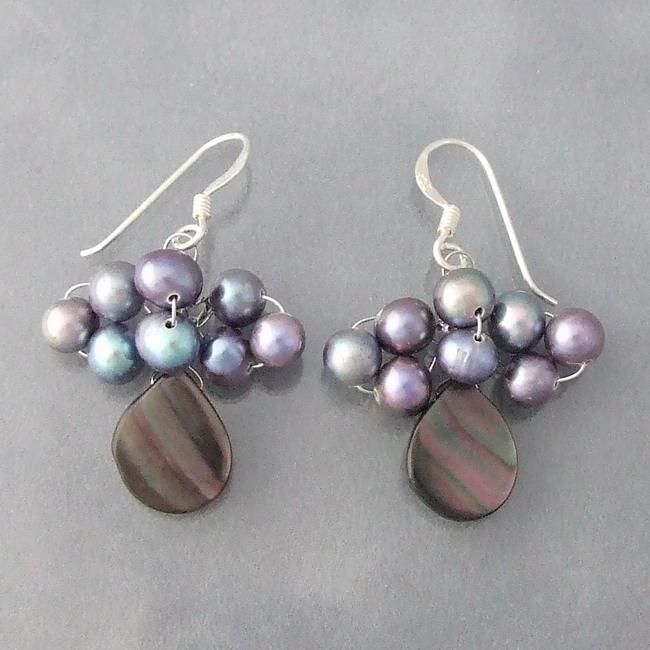 Handmade Silver Mother of Pearl/ Black Pearl Dangle Earrings (4-5 mm) (Thailand)