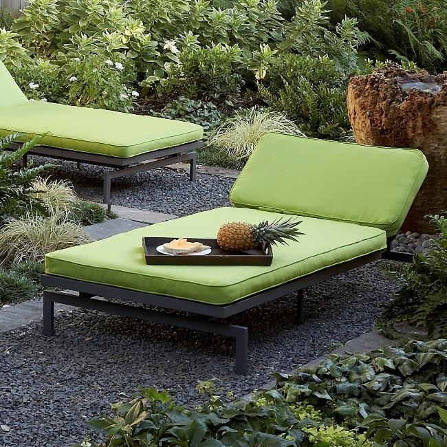 Alyssa canvas macaw green outdoor chaise with sunbrella for Alyssa outdoor chaise lounge