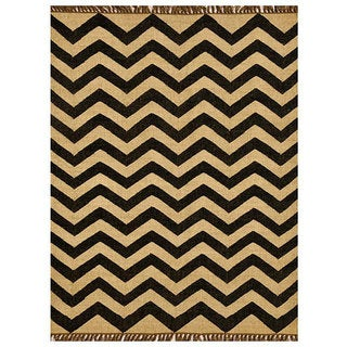 Chevron Hand-Woven Kilim Wool Geometric Rug (5' x 8')