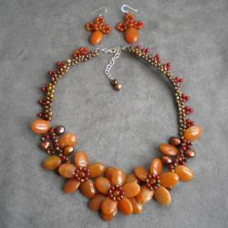 Chalcedony/ Carnelian/ Pearl Orange Floral Jewelry Set (5-12 mm) (Thailand)