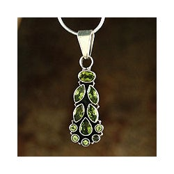 Handmade Sterling Silver 'Summer Allure' Peridot Necklace (India)