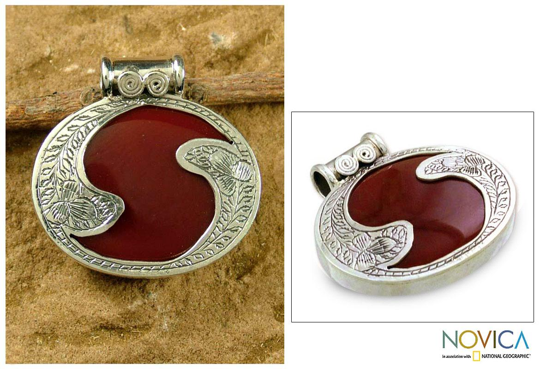 Handmade Sterling Silver 'Royal Amulet' Carnelian Pendant (India)