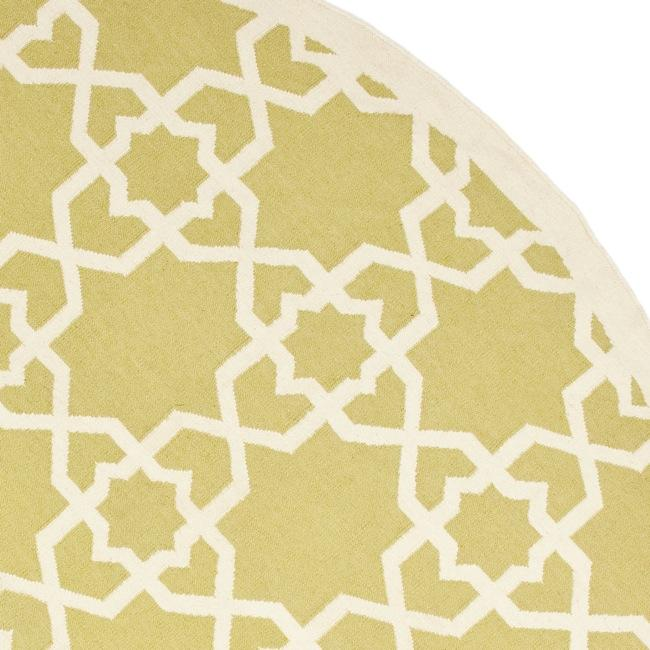 Safavieh Hand-woven Moroccan Reversible Dhurrie Green/ Ivory Wool Rug (8' Round) - Thumbnail 1