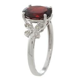 Viducci 10k White Gold Garnet and 1/10ct TDW Diamond Ring (G-H, I1-I2)